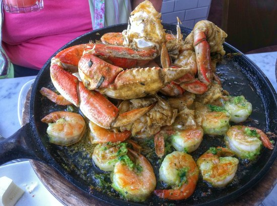 Franciscan Crab Restaurant : Double Dungeness Crab and Shrimp Roasted Skillet