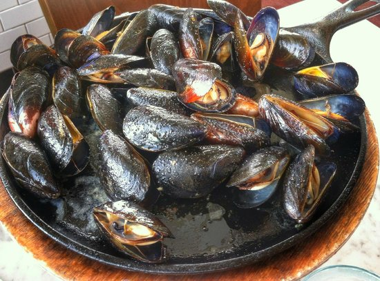 Franciscan Crab Restaurant : Double Mussels Roasted Skillet