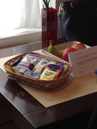 Presidential Apartments Kensington: The snack basket. Love that the cookies are replenished