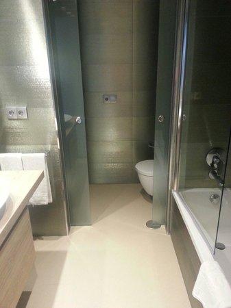 MS Aguamarina Apartments: The bathroom
