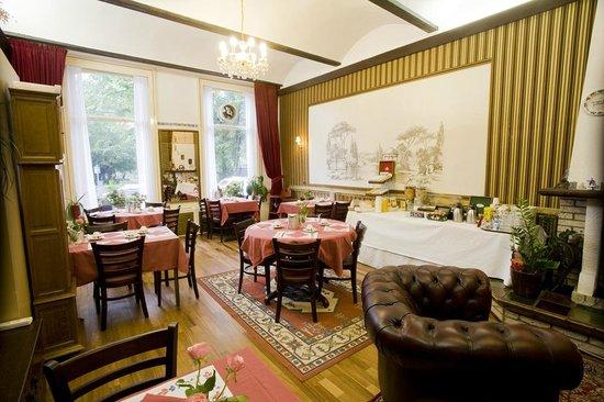 Amsterdam Hotel Parklane: Breakfast room