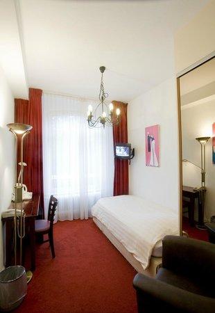 Amsterdam Hotel Parklane: Single room