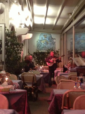 Ristorante Mediterraneo: Pietro singing tableside