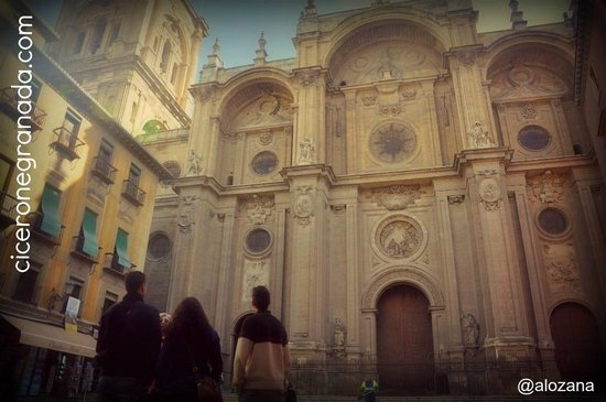 Cicerone Visit Granada : The walking tour around the Cathedral, in the Plaza de las Pasiegas