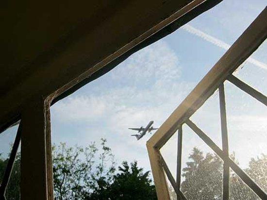 Great Hallingbury Manor: Plane spotters will love this!