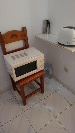Fuerteventura Beach Club: Microwave on a chair !