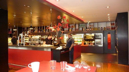 citizenM Glasgow: Das Buffet und die Bar