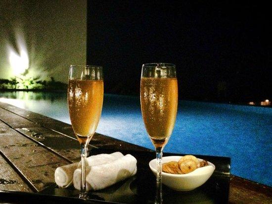 Swiss-Belinn Legian: welcome drink at Chadis rooftop bar