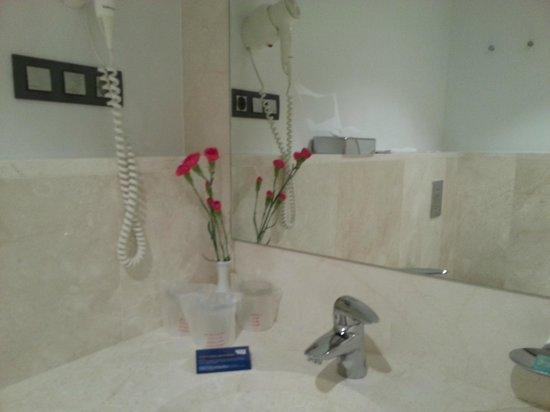 TUI SENSIMAR Playa la Barrosa: Detalle baño