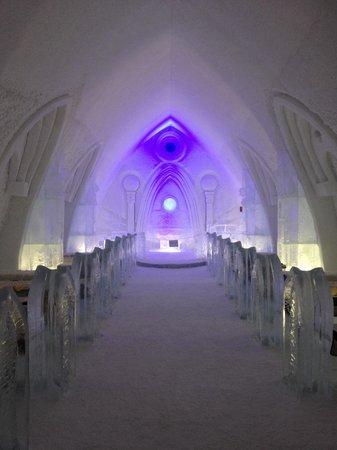 Hotel de Glace: Ice chapel