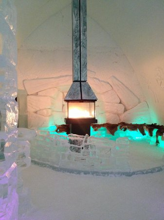 Hotel de Glace: Lounge in the bar