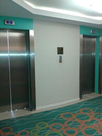 Hilton Curacao: Ascensores perfecto estado