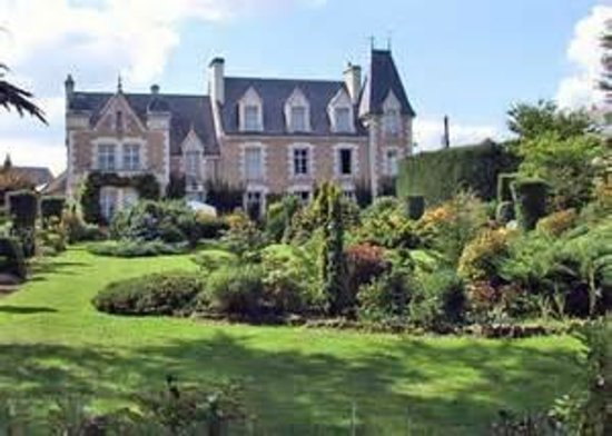 Orchaise, France : Le prieuré et son parc