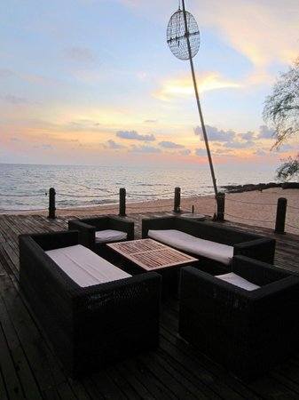 Chen Sea Resort & Spa Phu Quoc: Sunset on the dock