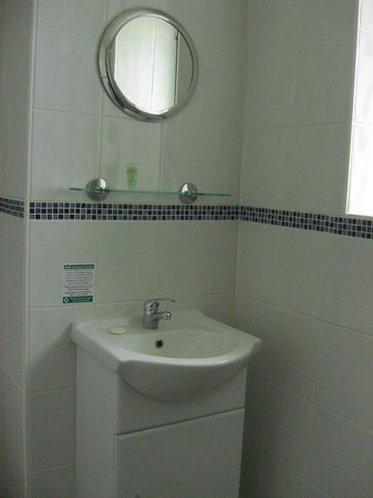 White Lion Hotel: Bathroom
