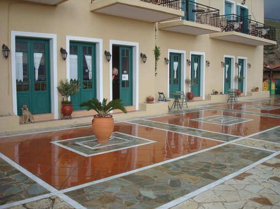 Kaliviani Traditional Hotel : Hotel-Terrasse