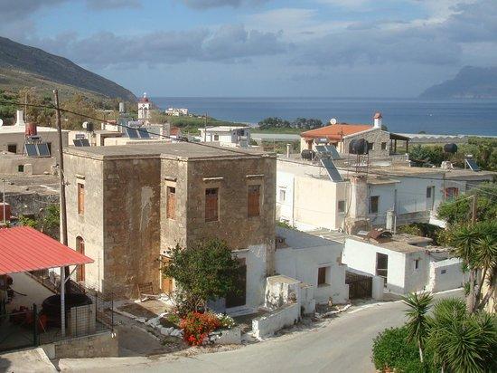 Kaliviani Traditional Hotel: Blick auf das Dorf