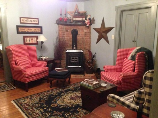 1825 Inn Bed and Breakfast: lounging area