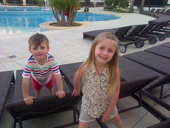 Aparthotel Rosa del Mar: round the big pool
