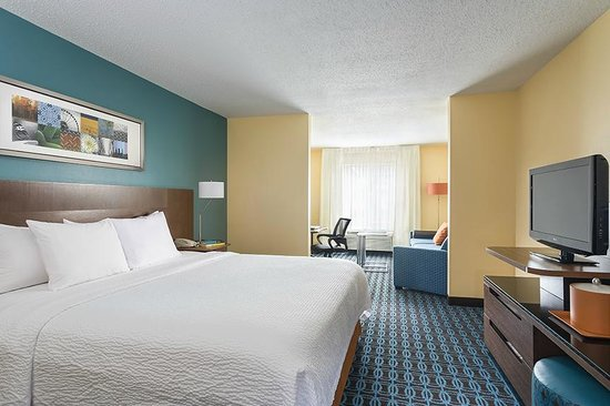 The king suite room at the Fairfield Inn & Suites Chicago Naperville/Aurora