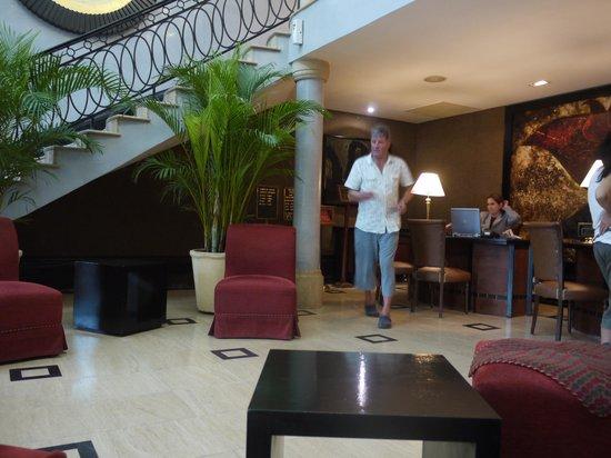 Hotel Saratoga: Lobby area