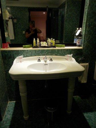 Hotel Saratoga: Bathroom