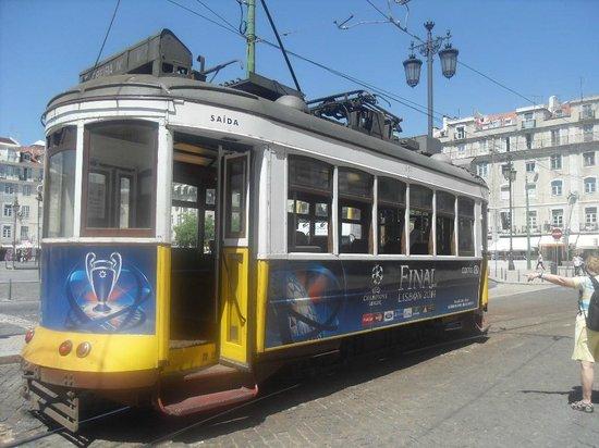 Follow Me Tours : Lisbon no 12 tram
