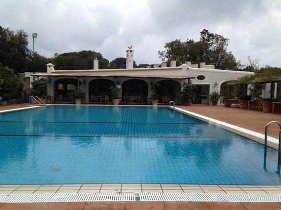 Garden & Villas Resort: Piscina e Ristorante