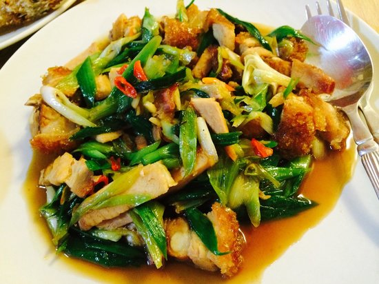 Do Chic In: Stir-fried Chinese leek with pork crackling (Siew yuk)