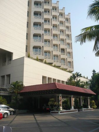 The Gateway Hotel Marine Drive Ernakulam: Front side of Gateway