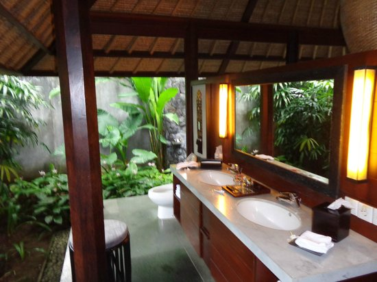 Kayumanis Ubud Private Villa & Spa: open/outdoor shower