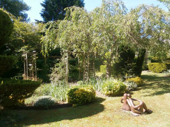 Les Metamorphozes : Jardin du prieuré