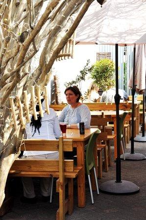 Sanook Cafe: outside