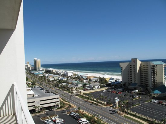 Laketown Wharf Resort: Looking out to beach side of room