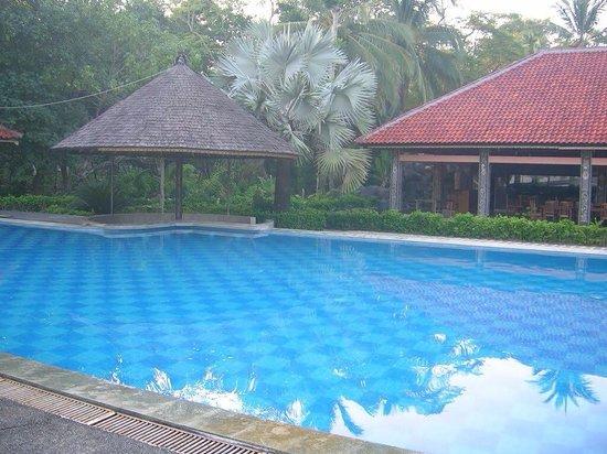 Ciputih Beach Resort: The swimming pool