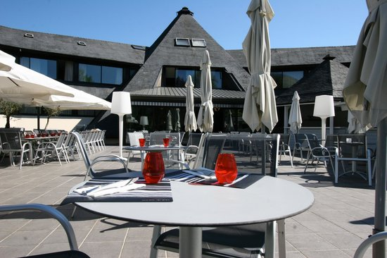 Quality Hotel Le Cervolan Chambery - Voglans : La terrasse ensoleillée