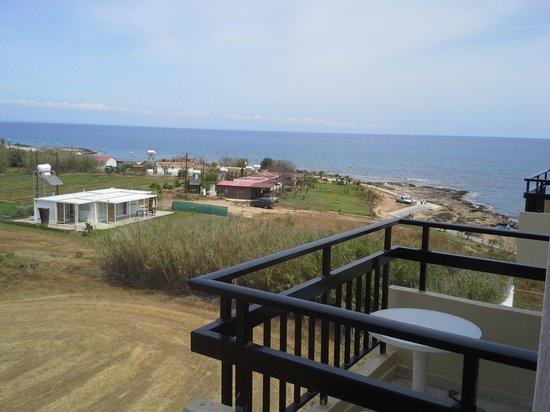 Evalena Beach Hotel Apartments: man er tæt på vandet selv om værelset vender væk fra vandet