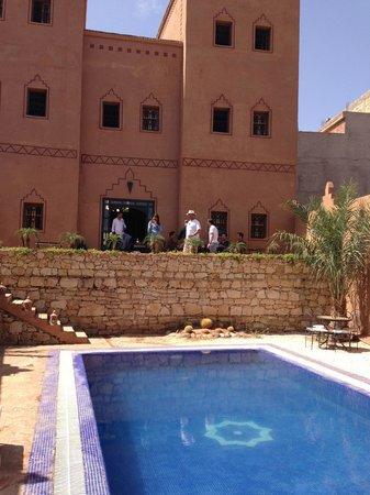 Riad Bouchedor: la piscine et le riad