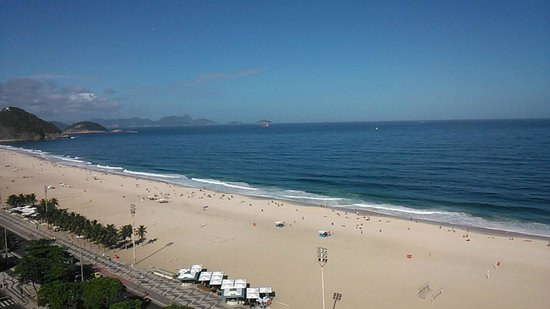 Arena Copacabana Hotel: Copacabana beach