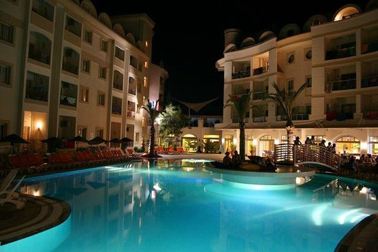 Cosmopolitan Resort Hotel : night time