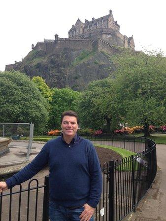 Travelodge Edinburgh Central : Ótimo custo benefício. Bem localizado. Quarto grande e ótimo café da manhã.