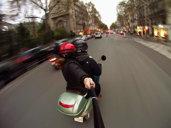 Left Bank Scooters : Scootering like Romans in downtown Paris!