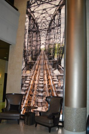 Chattanooga Marriott Downtown: Art woork in guest area
