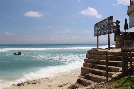Hai Tide Beach Resort: Mushroom beach. Там же есть массажный кабинет.