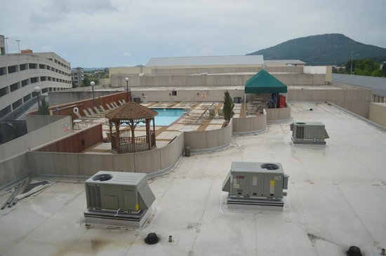 Chattanooga Marriott Downtown : view of roof top pool
