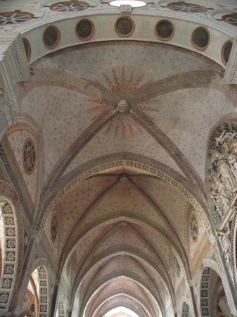 Basilica di Sant'Ambrogio: Teto de uma das capelas laterais da basílica