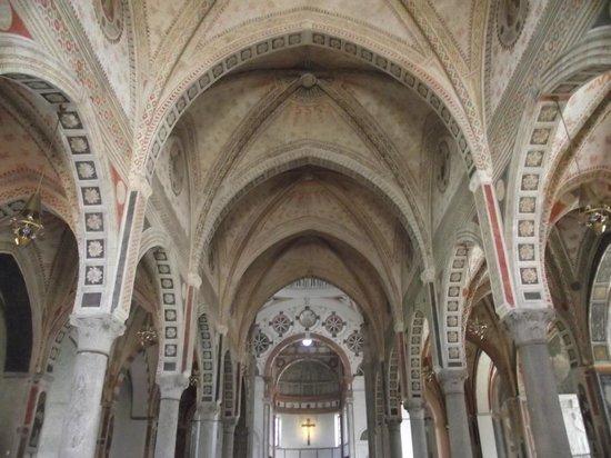 Basilica di Sant'Ambrogio: Teto da nave principal da basílica.