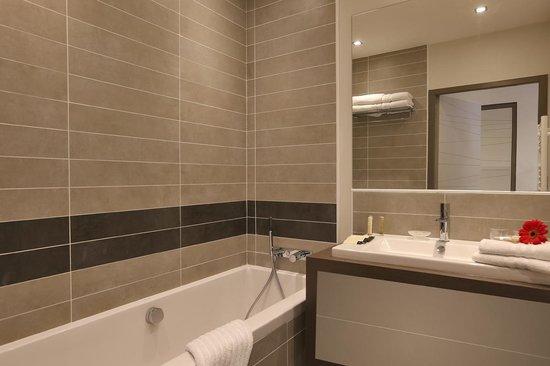 Salle de bain chambre luxe picture of hotel villa koegui for Chambre de commerce biarritz