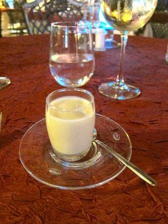 La Villa Restaurant: Compliments of the Chef - a cauliflower soup