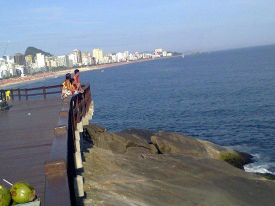 Mirante Do Leblon: praia lotada linda vista do mirante do leblom